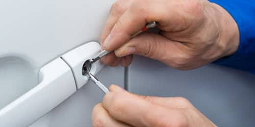 Locksmith Repairing Car Door